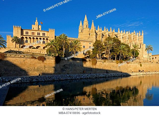 Royal Palace Almudaina and La Seu Cathedral, Palma de Mallorca, Mallorca, Balearic Islands, Spain