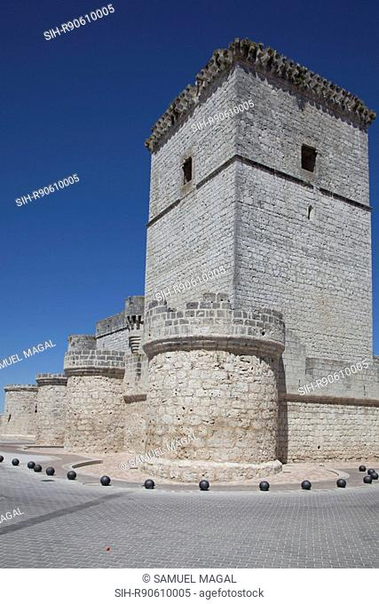 The Portillo Castle was firstly documented in the 10th century through the Moorish forays into the region, under Abed al-Rahman III