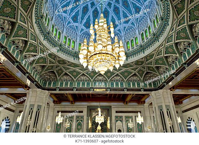 Oman Mu Sultan Qaboos Grand Mosque Giant Cristal Chandelier In The Main Prayer Room