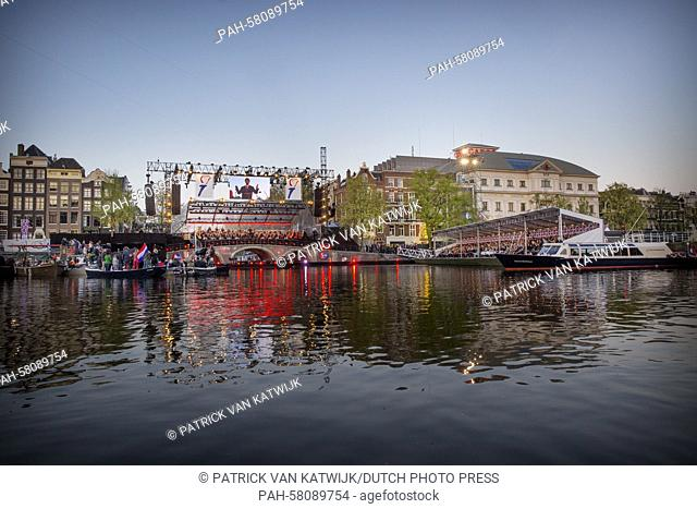 Atmosphere during the liberation concert on the Amstel river in Amsterdam, The Netherlands, 5 May 2015. Photo: Patrick van Katwijk / NETHERLANDS OUT POINT DE...