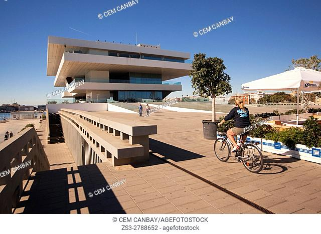 Tourists in front of the Veles e Vents, building by David Chipperfield, Port Americas Cup, Valencia, Spain, Europe