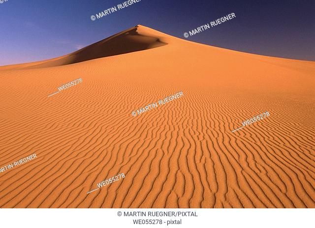 Sand dunes in desert, Grand Erg Oriental, Sahara. Algeria