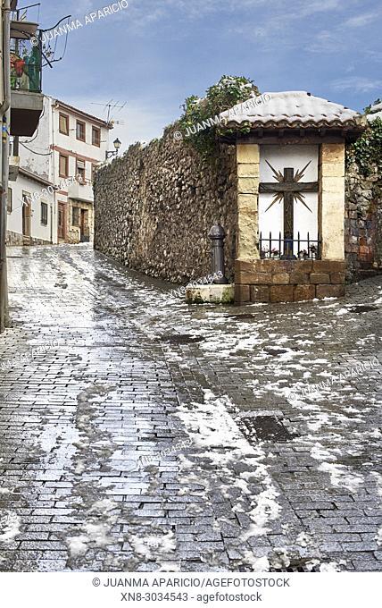 Calle San Juan, Castro Urdiales, Cantabria, Spain
