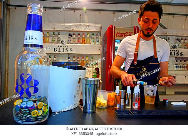 barman, gastronomic festival 'Tast a la Rambla', 6th Gastronomy Week of Barcelona, Catalonia, Spain