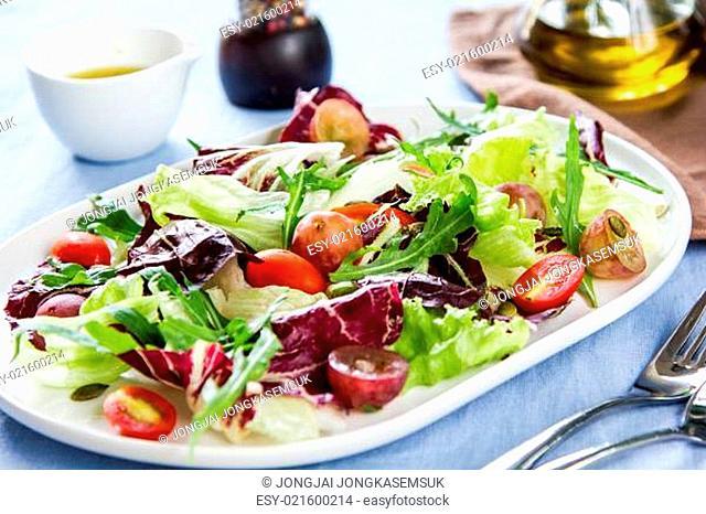 Grape with Radicchio and Rocket salad