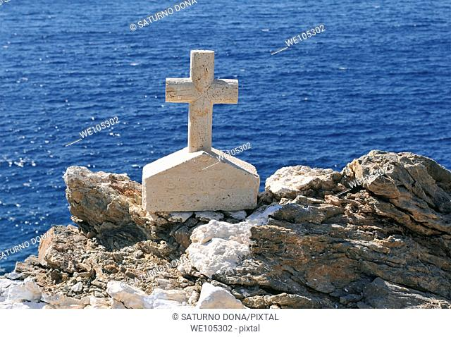 small cross in front of the sea