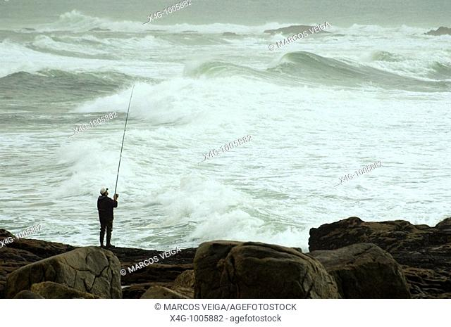 Pescador en la costa, Angler at sea shore, A Guardia, Pontevedra, España