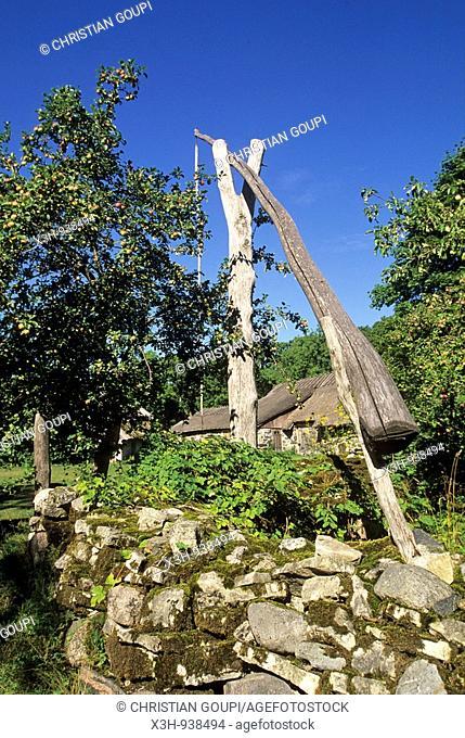 puits,village ecomusee de Koguva sur l'ile de Muhu,region de Saare,Estonie,pays balte,europe du nord