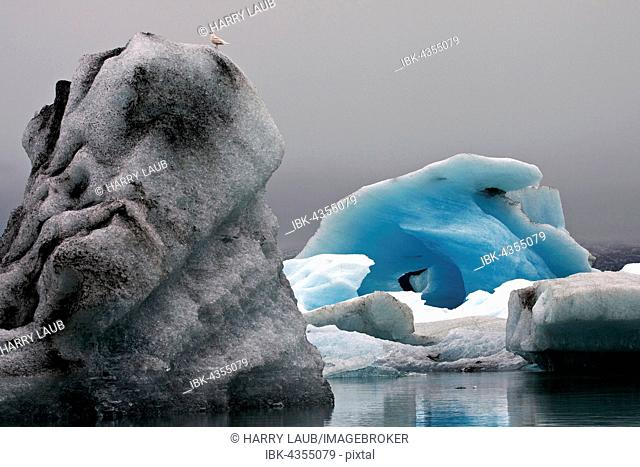 Ice, icebergs with traces of volcanic ash, glacier, glacial lake of the Vatnajökull glacier, Jökulsarlon, Iceland