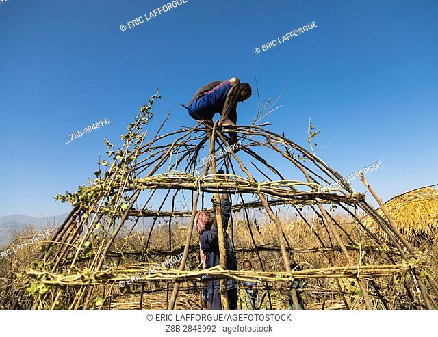 Men from Artuma tribe build a traditional ethiopian house, Amhara region, Kemise, Ethiopia