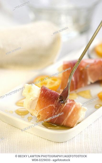 Pincho de cecina, queso de cabra y foie