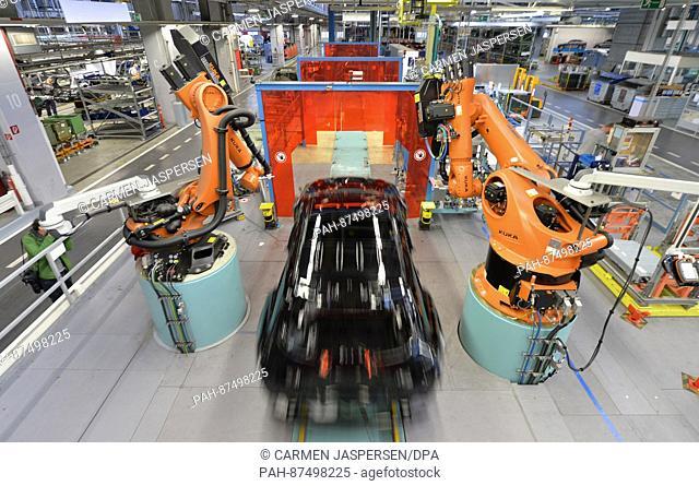 A C-Class model on the conveyor belt at the Mercedes Benz manufactory in Bremen, Germany, 24 January 2017. Photo: Carmen Jaspersen/dpa | usage worldwide