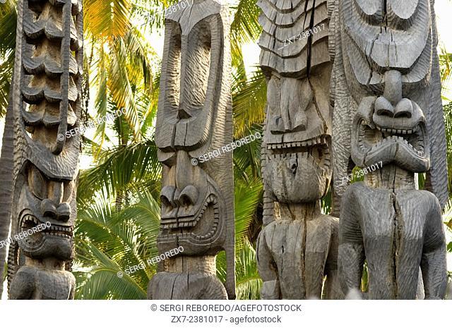 Pu'uhonua O Honaunau National Historic Park, Hale O Keawe reconstructed temple with wood carvings, South Kona Coast, Big Island