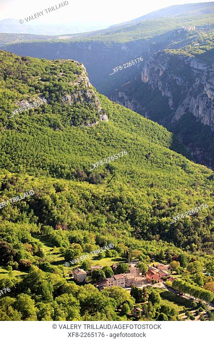 The village of Courmes in the mountainous landscape of the Loup valley, Prealpes d'Azur regional park, Alpes-Maritimes, Provence-Alpes-Côte d'Azur, France