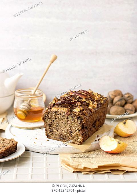 Apple and courgette bread with walnuts and honey