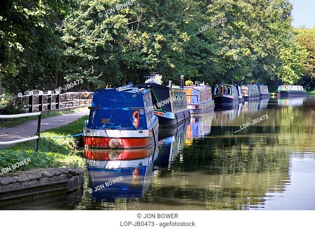 England, Oxfordshire, Oxford, Houseboats moored on the Oxford Canal by Jericho