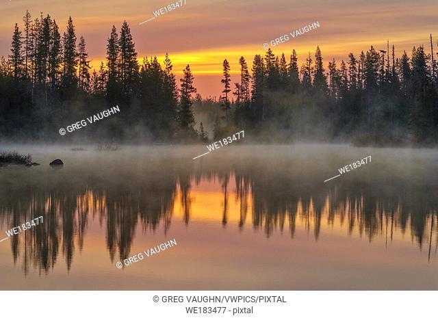 Big Lake at dawn, Willamette National Forest, Cascade Mountains, Oregon