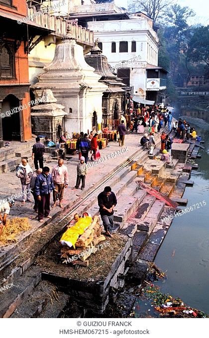 Nepal, Kathmandu Valley, listed as World Heritage by UNESCO, Pashupatinath, cremation on the ghats of the Bagmati river