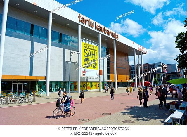 Küüni,pedestrian street, with Tartu kaubamaja shopping centre, Tarto, Estonia, Baltic States, Europe