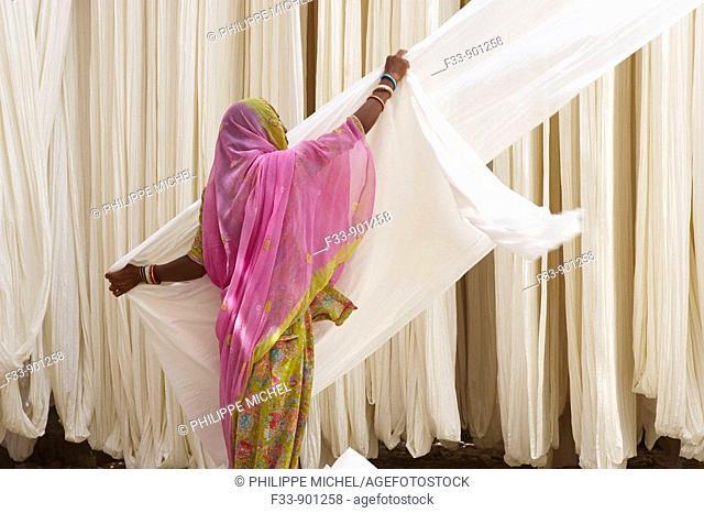 Folding fabric, sari manufacturing plant, Rajasthan, India