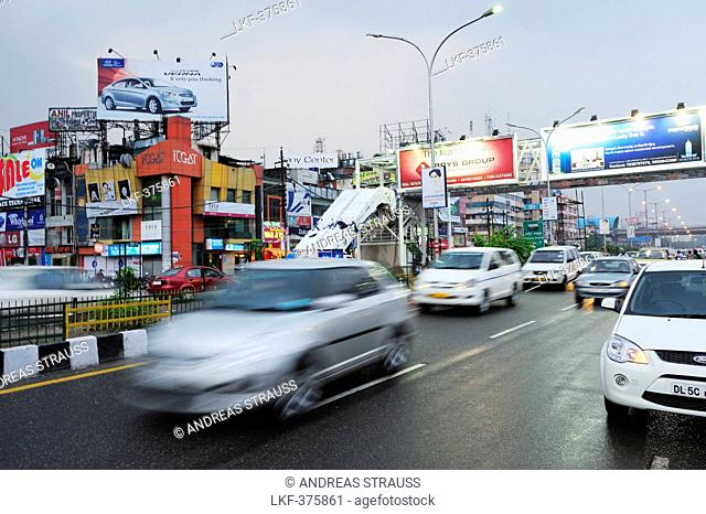 Street scene in Noida, metropolitan area of Delhi, Uttar Pradesh, India