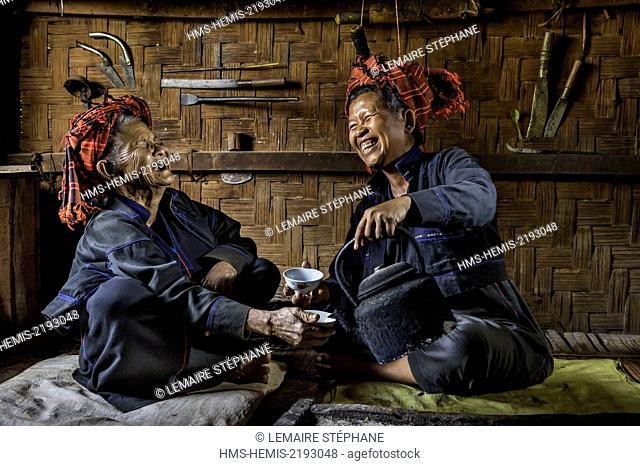 Myanmar (Burma), Shan state, Pao's tribe, Naung Yar Sai, Moe Bu and her grand-mother Moe Phar Jhun sharing a tea