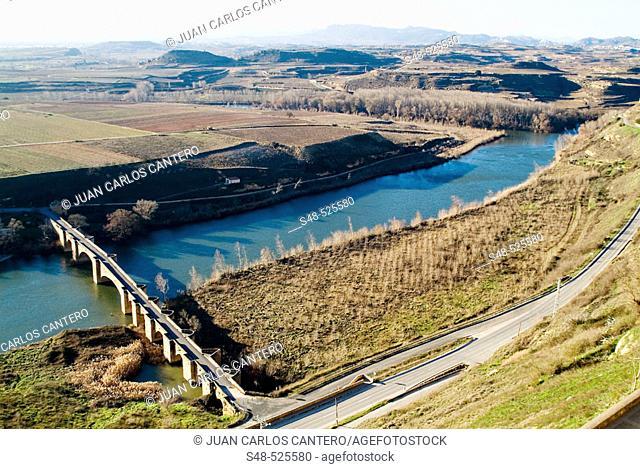 San Vicente de la Sonsierra. Puente medieval sobre el rio Ebro. La Rioja. Spain