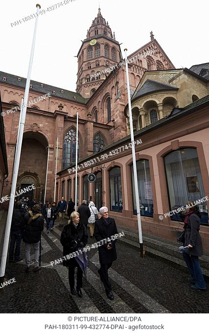11 March 2018, Germany, Mainz: People leave after Sunday mass at the cathedral. Cardinal Karl Lehmann, who was bishop of Mainz for 33 years