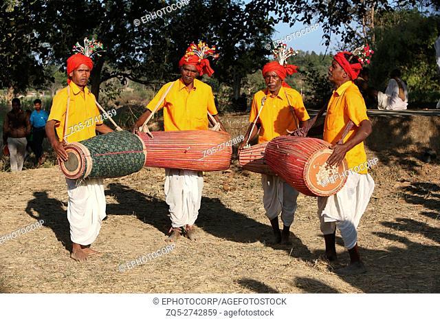 Musicians playing drums, NAGESIA TRIBE, Dadgaon Village, Tahasil Lundra, District Sarguja, Chattisgarh, India
