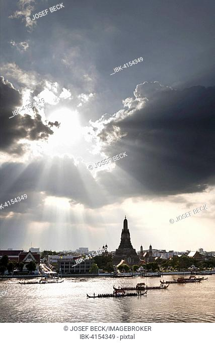 Hole in the clouds, royal barge procession on the Mae Nam Chao Phraya, Wat Arun, Temple of Dawn, Bangkok, Thailand