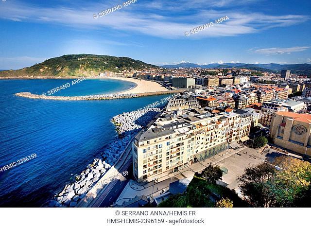 Spain, Basque Country, Guipuzcoa province (Guipuzkoa), San Sebastian (Donostia), European capital of culture 2016, Zurriola seen from Urgull mountain