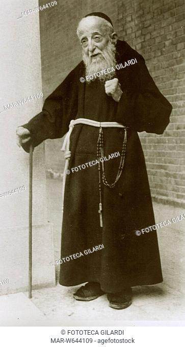 LEOPOLDO Mandic (1866-1942). Ritratto fotografico a figura intera del Servo di Dio Padre Leopoldo Cappuccino, morto in concetto di Santo il 30 Luglio 1942