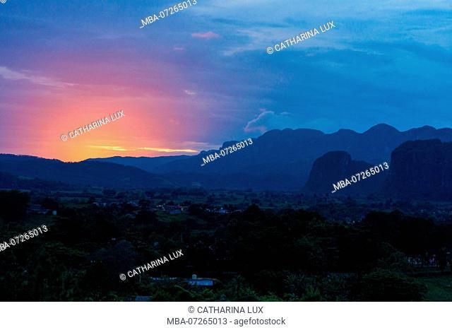 Cuba, Vinales Valley / Valle de Vinales, sunset