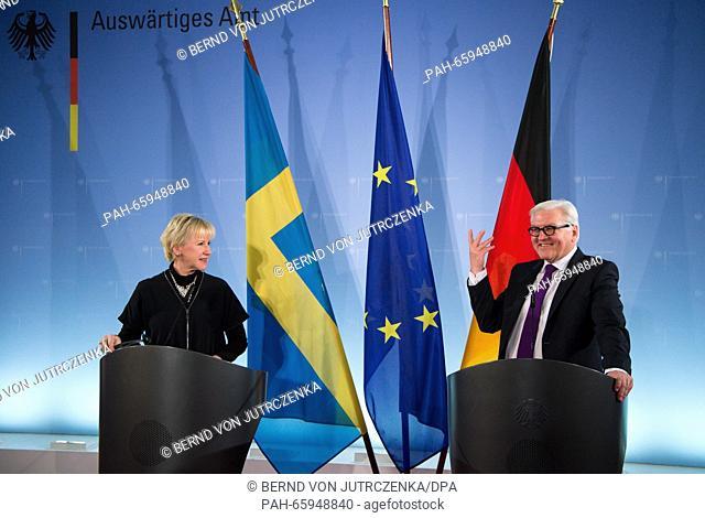 German Minister for Foreign Affairs, Frank-Walter Steinmeier (R, SPD) and the ForeignMinister of Sweden, Margot Wallstroem
