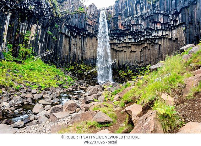 Iceland, Svinafellsjokulsvegur glacier, quarry with waterfall