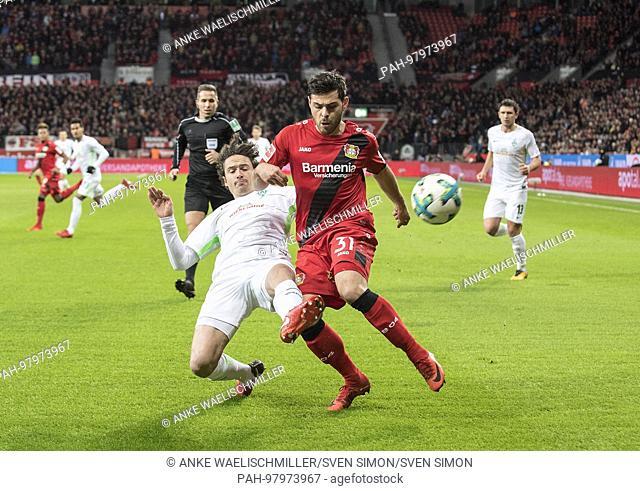 Thomas DELANEY l. (HB) im duels versus Kevin VOLLAND (LEV), Aktion, Fussball 1. Bundesliga, 16. Spieltag, Bayer 04 Leverkusen (LEV) - SV Werder Bremen (HB)