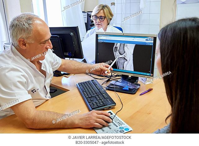 Traumatologist with a patient, Traumatology Consultation, Gros Health Center, Hospital Donostia, San Sebastian, Gipuzkoa, Basque Country, Spain