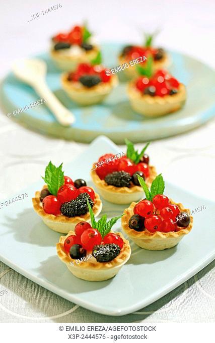 Wild berries tartlets