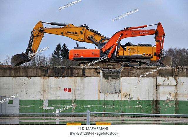 shovel excavators demolishing automobile plant Opel Werke II/III, Germany, North Rhine-Westphalia, Ruhr Area, Bochum