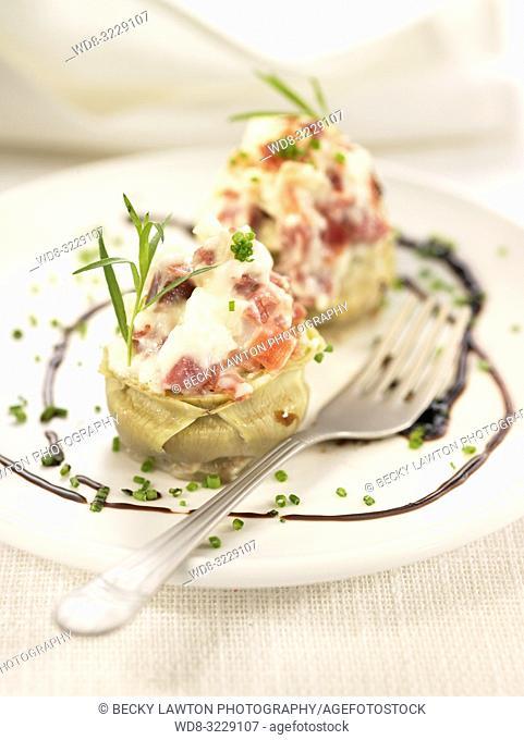 Platillo de alcachofas rellenas de jamon y bechamel / Artichoke stuffed with ham and bechamel