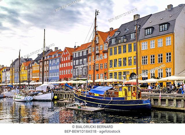Dania - region Zealand - Kopenhaga - panorama centrum miasta - kanal Nyhavn, lodzie i kamienice dzielnicy Nyhavn Denmark - Zealand region - Copenhagen city...