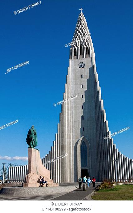 TOURISTS IN FRONT OF HALLGRIMSKIRKJA CATHEDRAL, BUILT IN 1945, AND STATUE OF THE VIKING LEIF ERICSON, FIRST EUROPEAN TO HAVE STEPPED FOOT IN NoRTH AMERICA