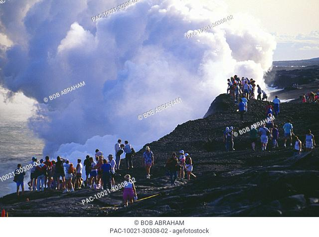 Hawaii, Big Island, Hawaii Volcanoes National Park, Tourists watch lava flow into ocean