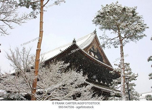 A view of Shokoku-ji' s temple roof covered in snow