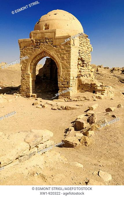 ruin of a mosque in the antique city of Baraqish, Incense Route, Yemen, Arabia, Middle East, West Asia