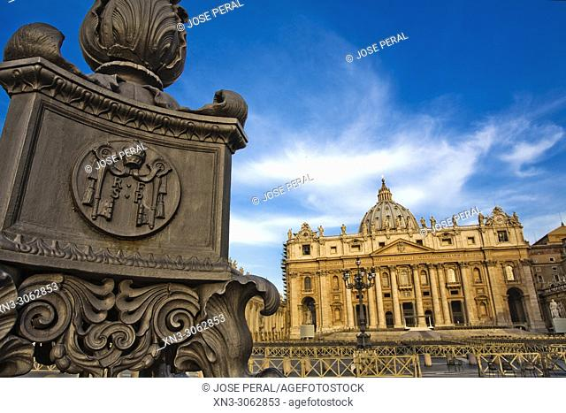 Lamp with the papal symbol, St Peter's Basilica, Papal Basilica of St. Peter, St Peter's square, Vatican city, Rome, Lazio, Italy, Europe