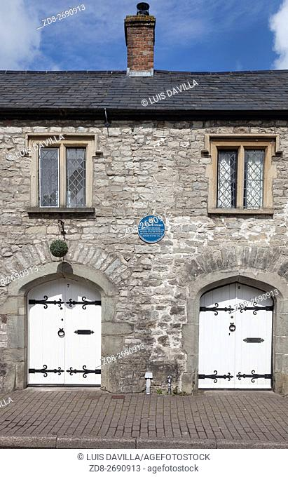 Cowbridge (Welsh: Y Bont-faen) is a market town in the Vale of Glamorgan in Wales, approximately 7 miles (11 km) west of Cardiff (12 miles west of Cardiff...