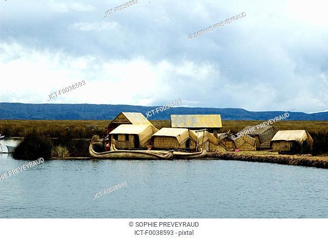 Peru, lake Titicaca, Uros island, traditional house