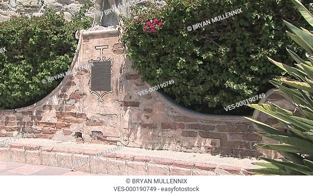 Schwenk auf einen Glockenturm