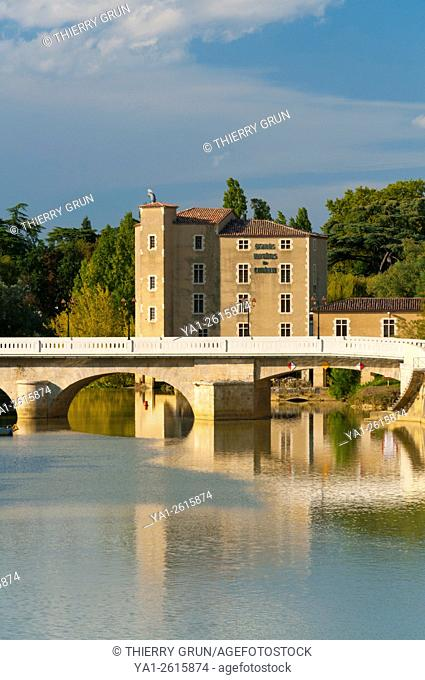 France, Gers (32), Town of Condom, old water mills on La Baise river and Barlet bridge